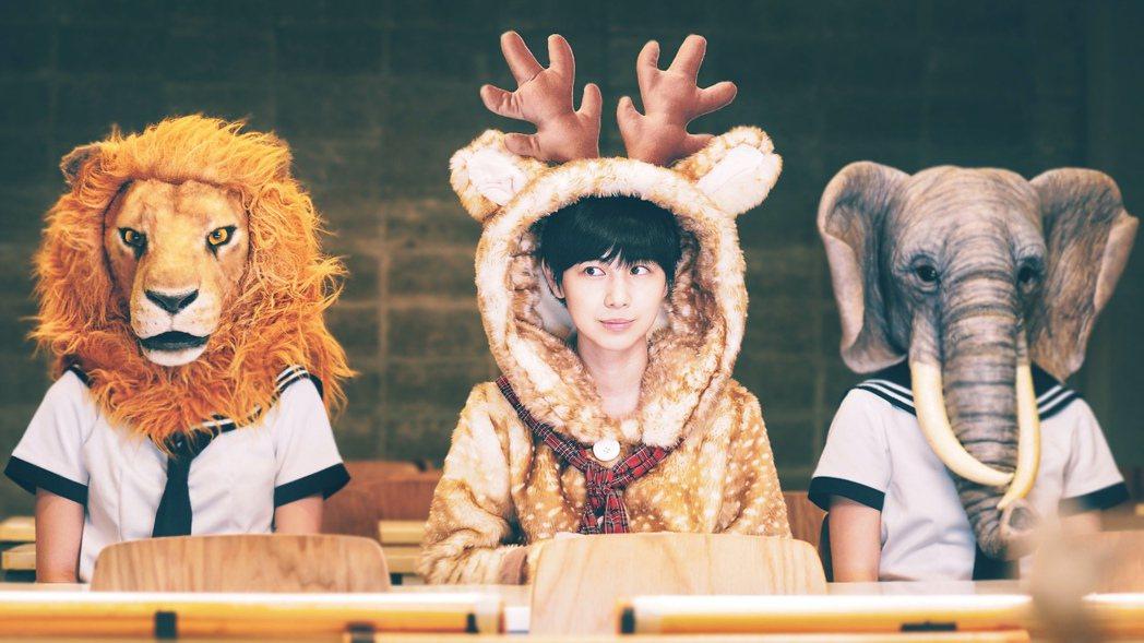 魏嘉瑩在新歌「東東路」MV中穿上可愛麋鹿裝。圖/小魏工作室提供