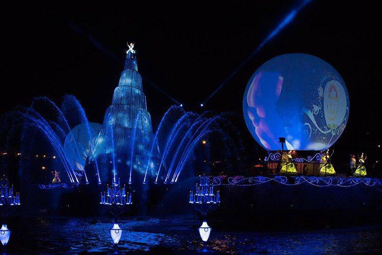東京迪士尼海洋經典的「Fantasmic!」夜間表演秀。圖/取自東京迪士尼度假區...