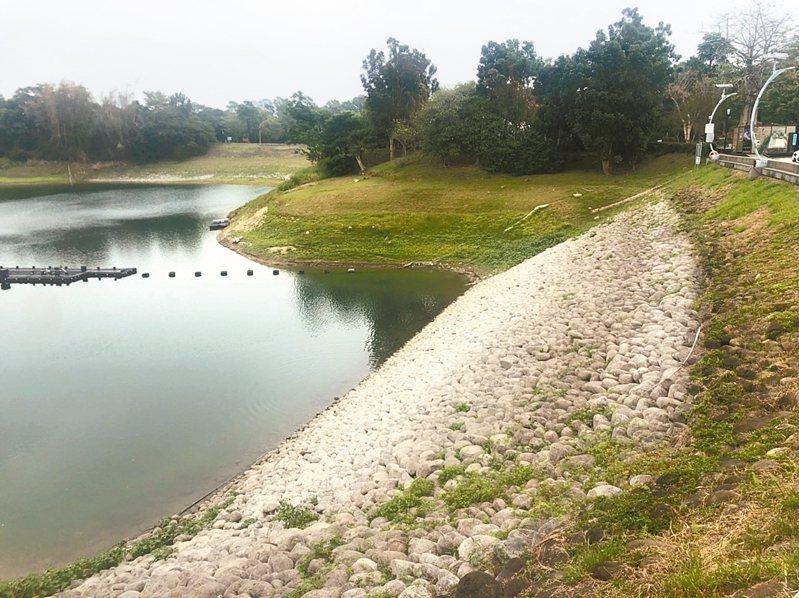 嘉義蘭潭水庫目前蓄水量維持在47%,自來水第五區管理處指出,目前供水沒問題。 記者李承穎/攝影