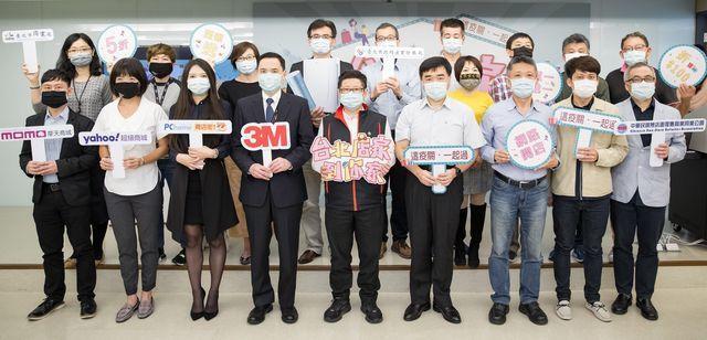 臺北市政府產業發展局林崇傑局長(中)與出席貴賓合影。 業者/提供