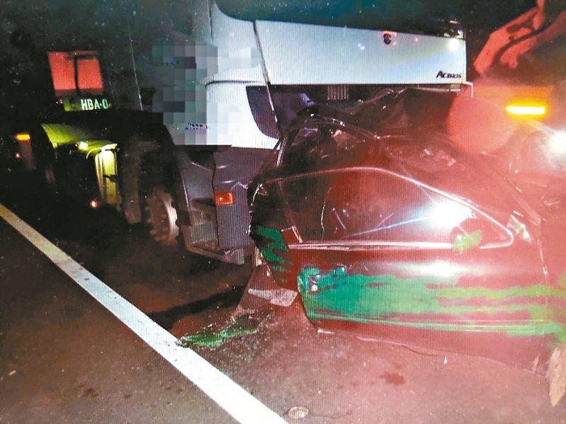 台中西濱快速道路今天凌晨發生死亡車禍。 記者游振昇/翻攝