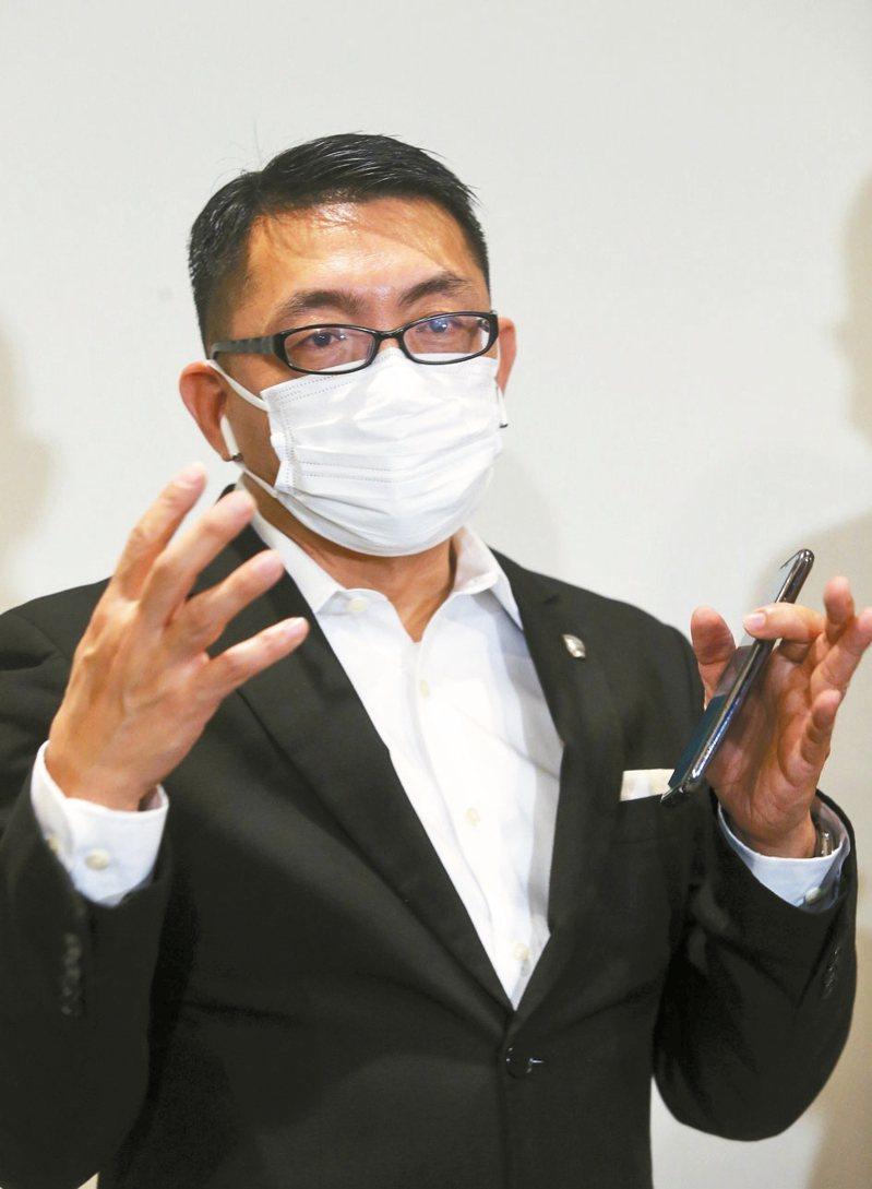 湖北台灣同胞返台後援會長徐正文上午呼籲蔡政府,盡快接回受困台胞。 記者曾吉松/攝影