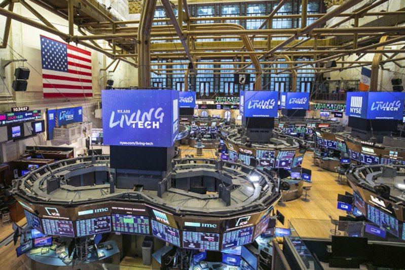 股市從23日的3年低點大幅反彈,創87年來最佳單日表現。 (美聯社)