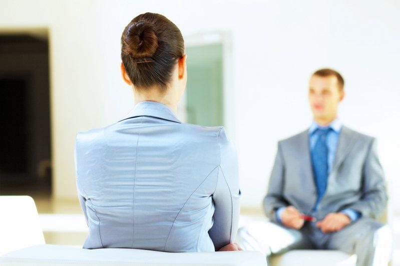 網友指出疫情趨緩會有大量職缺釋出。圖片來源/ingimage