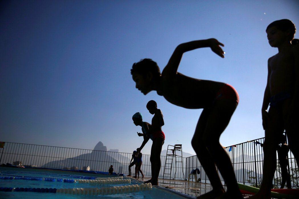 接連發生的孩童溺水意外,再次提醒大眾對水域安全、自救技巧的認識依然不足。示意圖。 圖/路透社