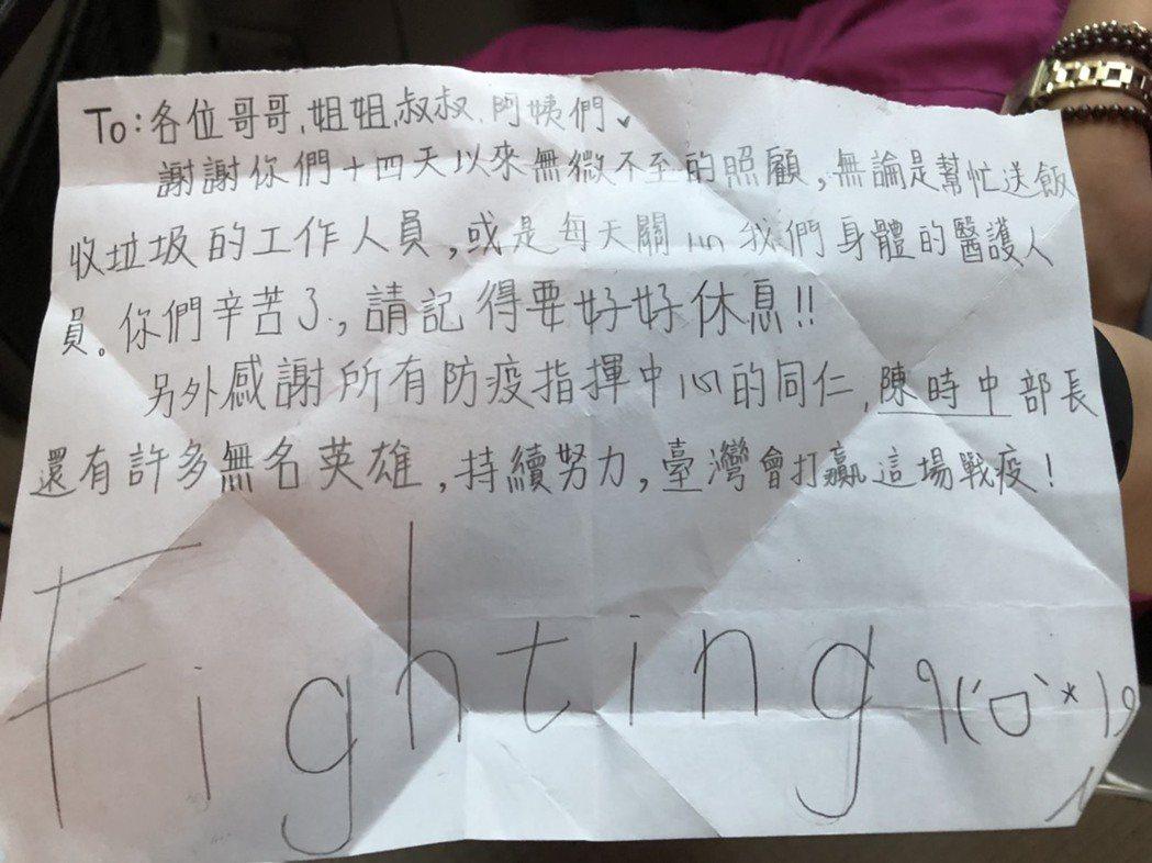 小女童感謝台灣許多抗議無名英雄,她相信「台灣會打贏這場戰疫」。圖/陽大提供