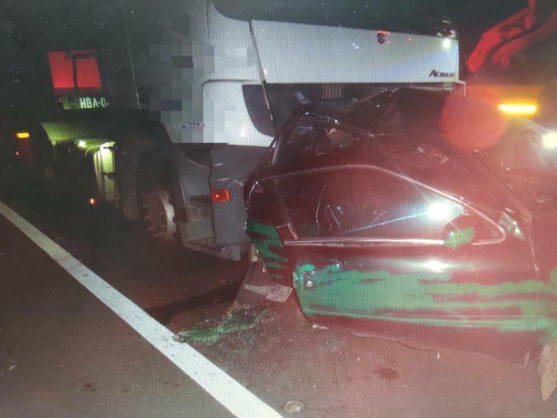 台中西濱快速道路今天凌晨發生死亡車禍。記者游振昇/翻攝