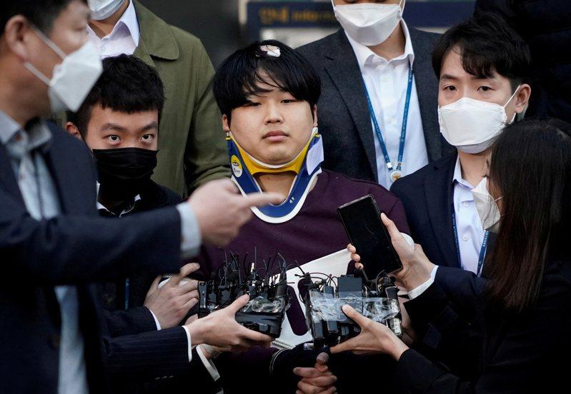 南韓N號房事件主嫌趙周彬25日移送檢方。路透