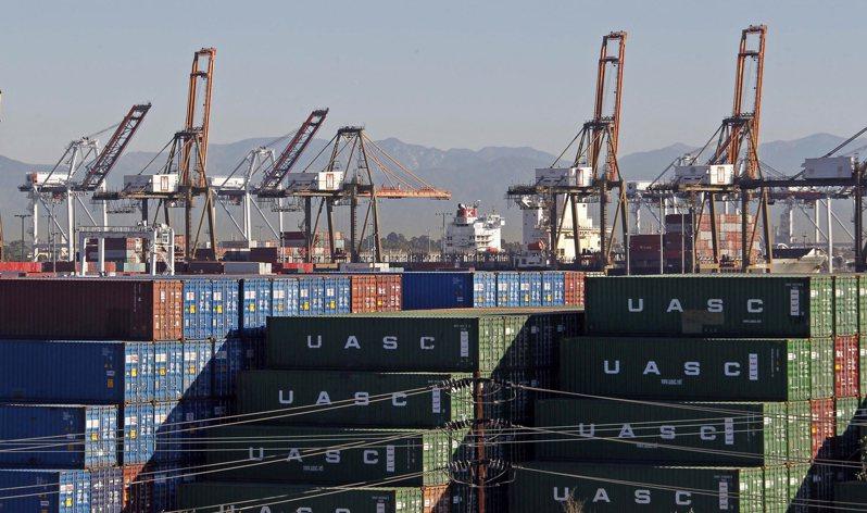 知情人士透露,川普政府正針對是否允許進口商品延後三個月支付關稅展開辯論。(圖/美聯社)