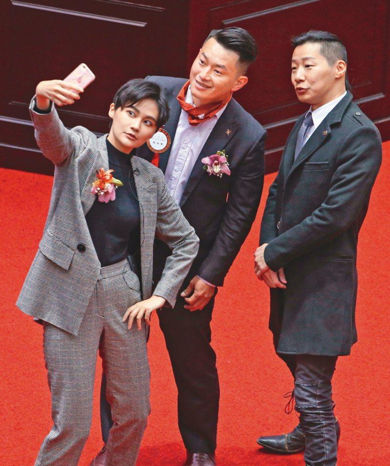 基進黨立委陳柏惟(中)提議可邀香港人來台當兵,再次成了話題人物。圖/本報資料照片