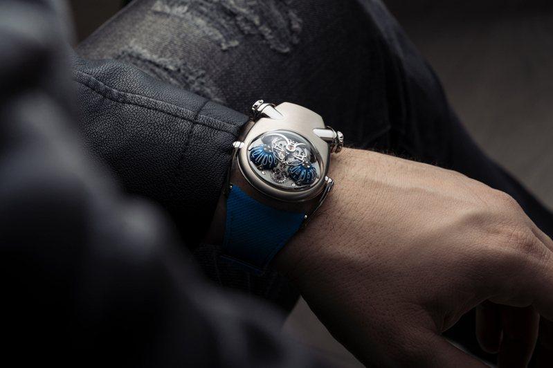 以鬥牛犬為靈感的MB&F Horological Machine N°10 Bulldog腕表,以複雜機械與科幻造型呈現,逗趣討喜。圖 / MB&F提供。