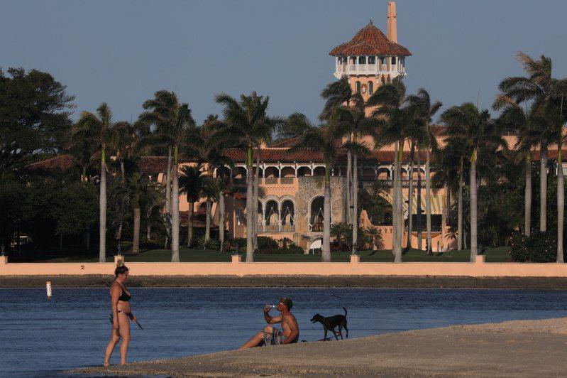 受新冠肺炎疫情影響,川普集團位在佛州的「海湖莊園」已關閉。路透