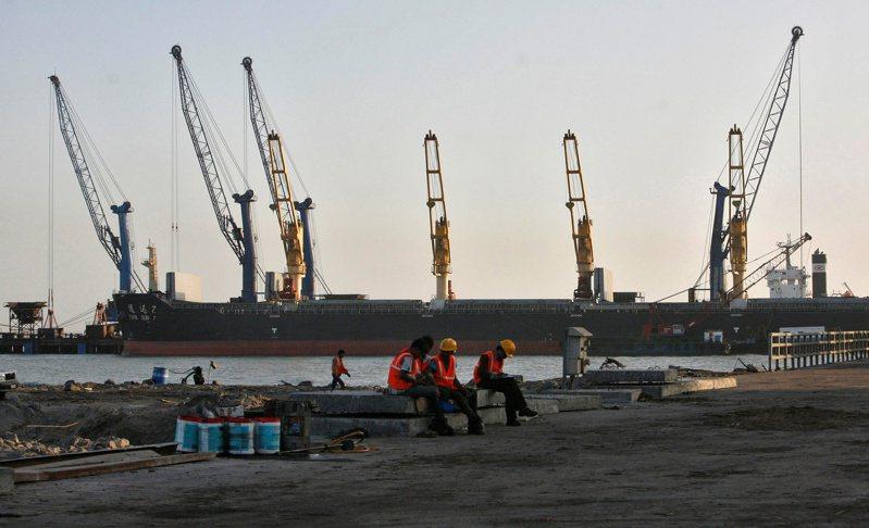 印度政府表示,各港口可把新冠疫情列為不可抗力因素。   路透