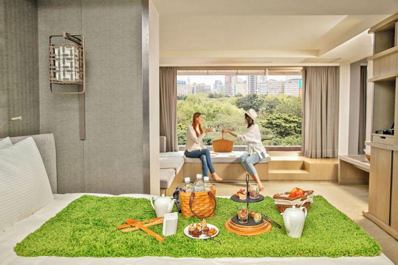 雲天露臺客房坐擁14、15號公園景緻,客房內即可野餐。圖/台北晶華酒店提供