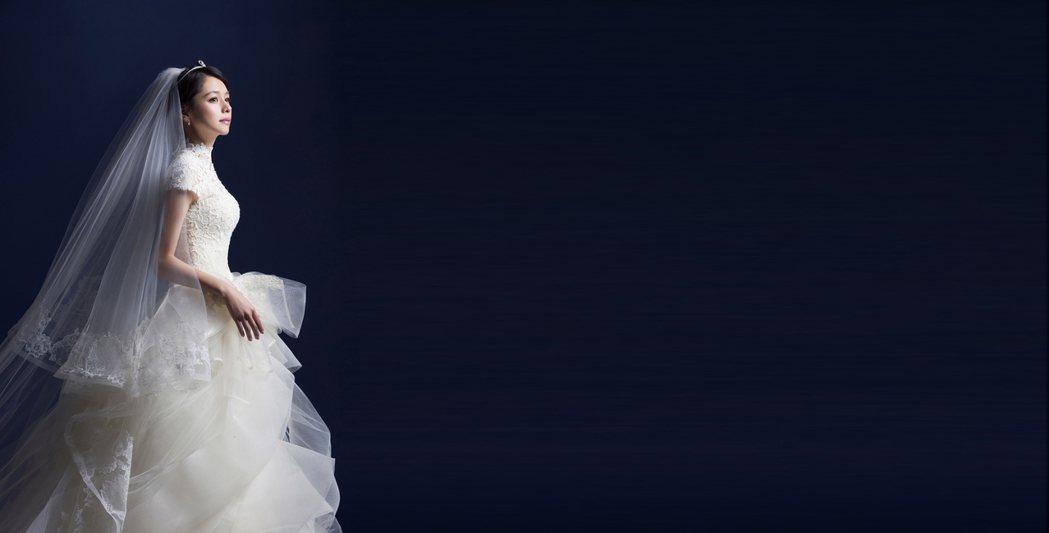 徐若瑄新歌「別人的」唱出為人父母面對寶貝女兒出嫁的不捨心情。圖/索尼提供