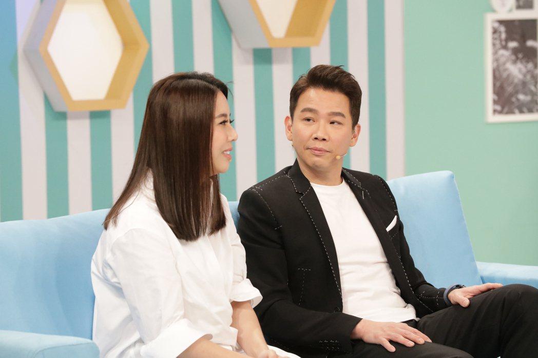 陶喆(右)和老婆一起上節目。圖/friDay影音提供