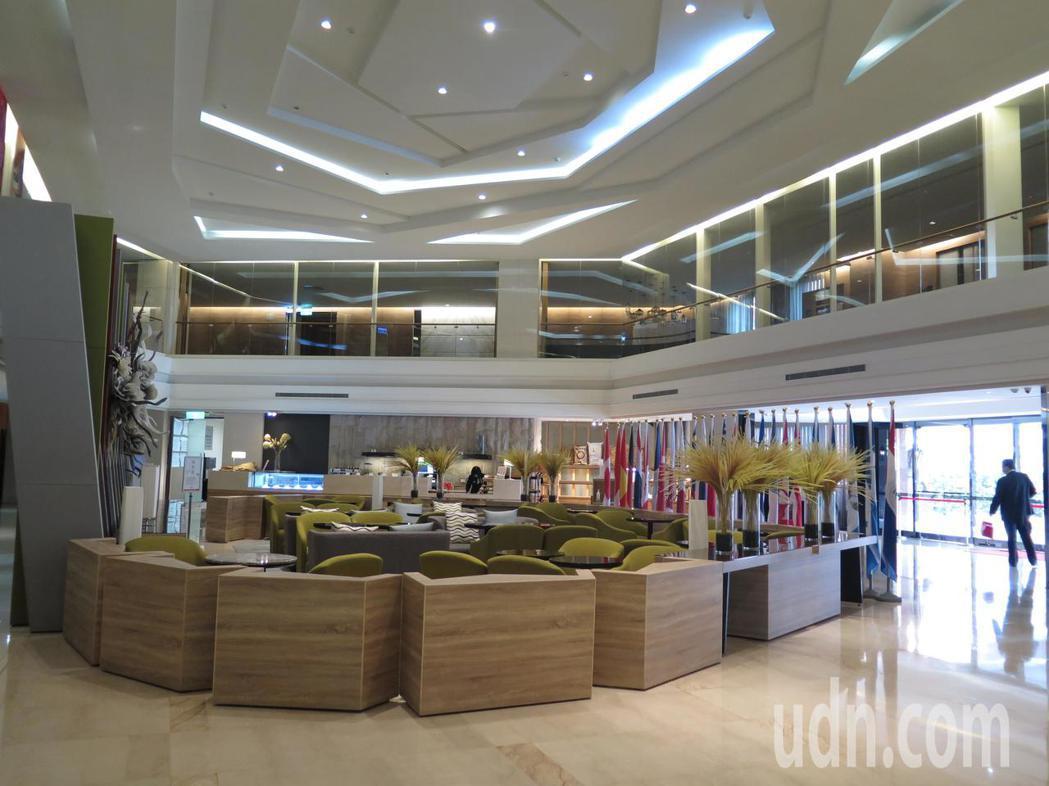 前身為「桃園大飯店」的桃園晶悅國際飯店將於6月底結束營業,大廳幾乎沒有旅客走動。...