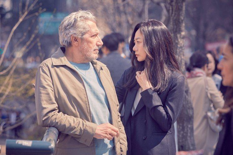 裴斗娜新電影大談異國網戀。圖/采昌提供