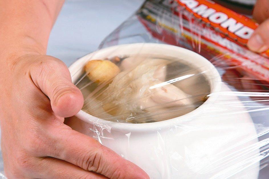 食物保鮮膜可能存在塑化劑。 本報資料照片