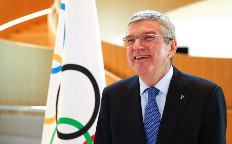 國際奧會主席巴赫親上火線與全球400名記者進行交談。 美聯社