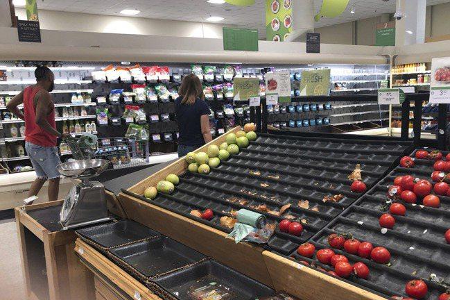 為因應食品及其他民生必需品的強勁需求,沃爾瑪、亞馬遜CVS藥局等公司準備招聘55...