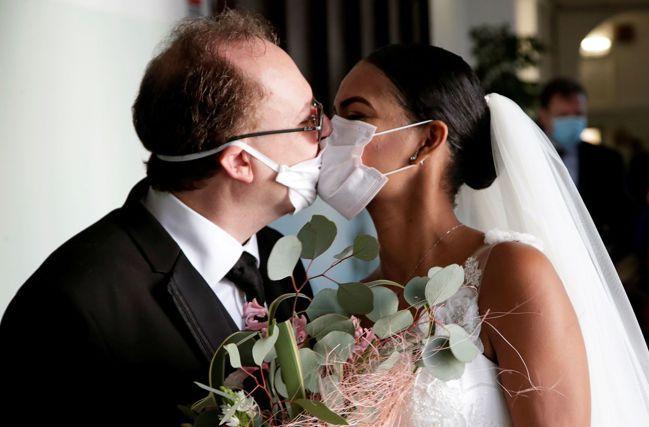 居家防疫後下一個防疫令:禁止接吻?美聯社