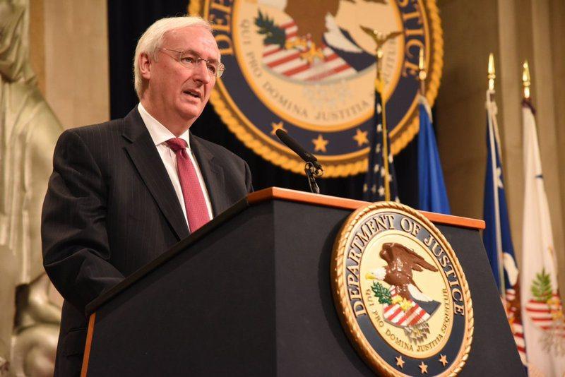 司法部副部長羅森24日通告所有聯邦檢察官,故意傳播新冠病毒者,可以恐怖主義相關罪名起訴。(取自推特)