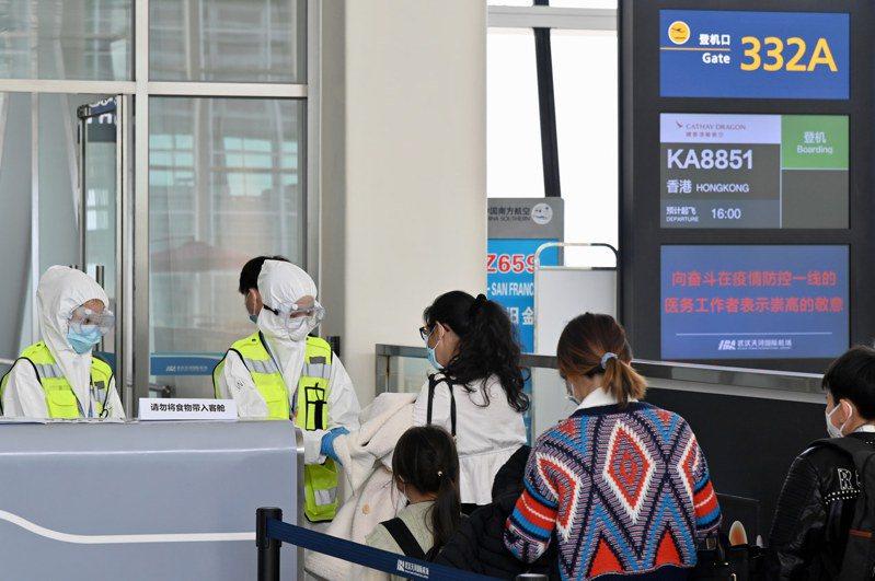 政府第二批湖北包機抵港。 香港中國通訊社