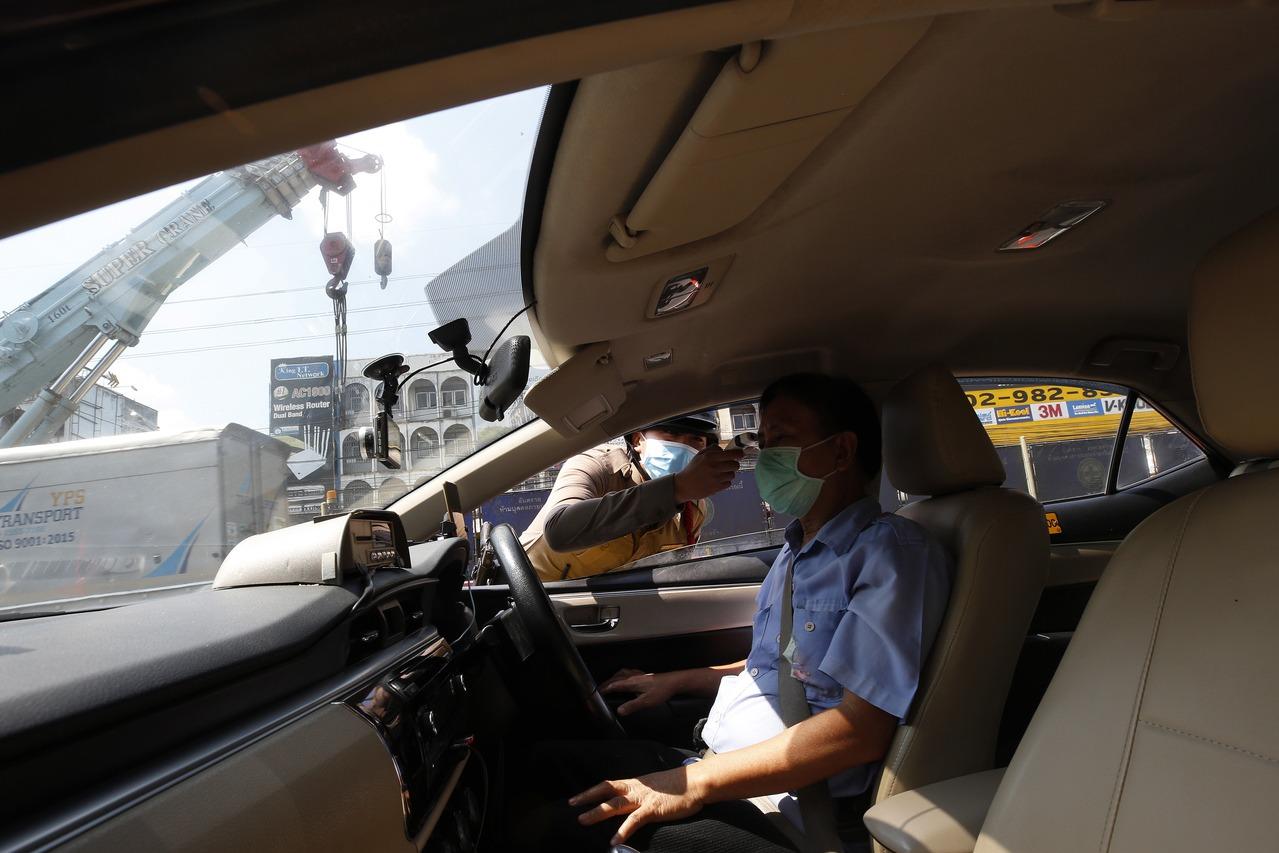 泰國進入緊急狀態 曼谷周邊設檢查哨攔車量體溫