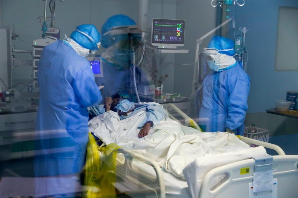 新冠肺炎疫情延燒 香港專家:患者發病首週唾液最毒