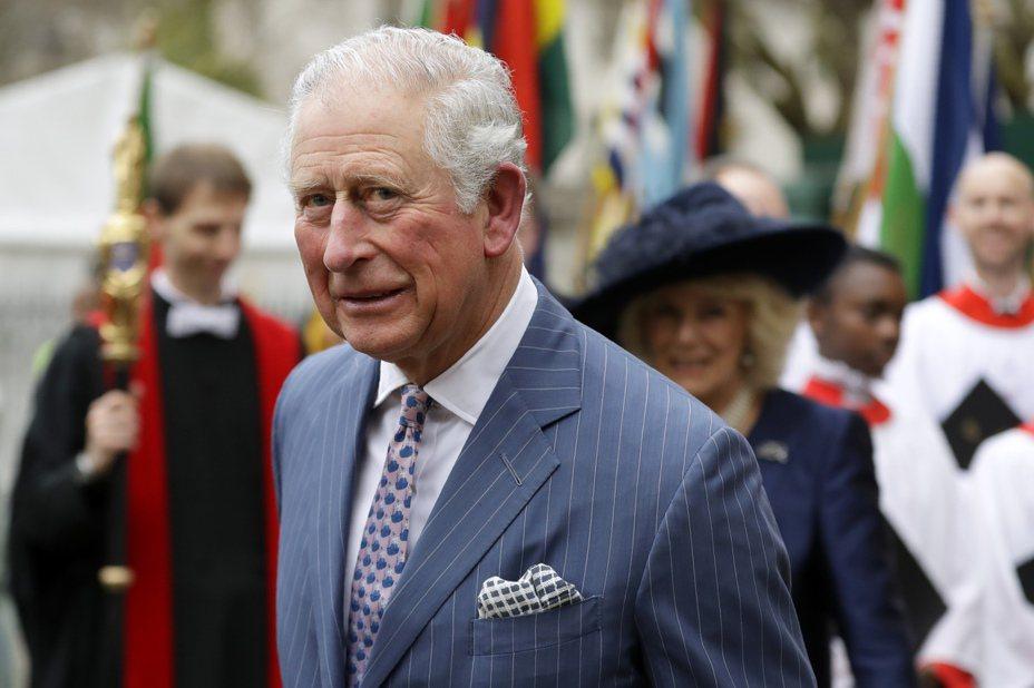 71歲的英國王儲查理日前確診新冠肺炎,面對外界質疑,英國眾多醫護人員未接受檢測,為何查理卻能受檢,英國政府今天澄清說,查理未插隊,他的身體狀況符合採檢標準。 美聯社