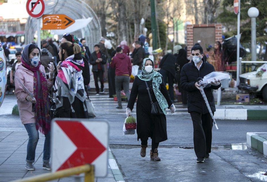 伊朗衛生部發言人賈漢普爾今天宣布,境內新增157起新冠肺炎死亡病例,全國累計2234人不治。 新華社