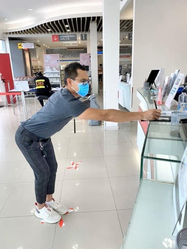 泰國人的防疫距離KUSO照,讓人不經想笑。 圖/那一年我們在曼谷 - 曼谷幫