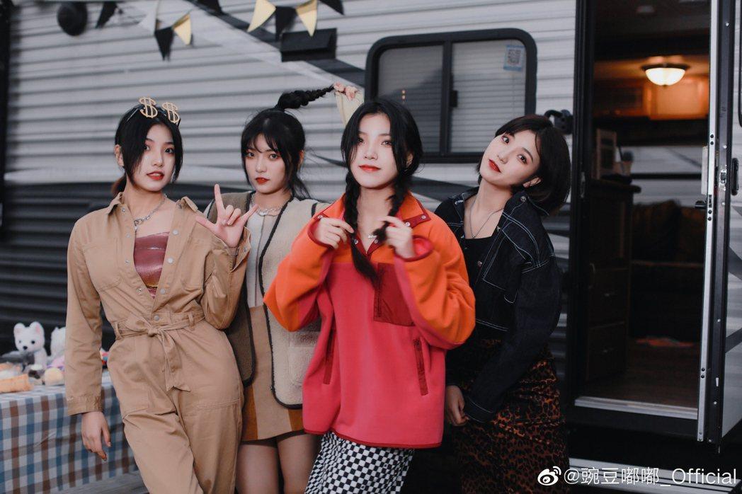 四胞胎女團「碗豆嘟嘟」成員。圖/擷自微博