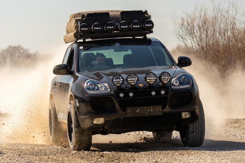 來自德國的改裝廠「Delta 4×4」就將Cayenne改造成更為硬派的越野車款...