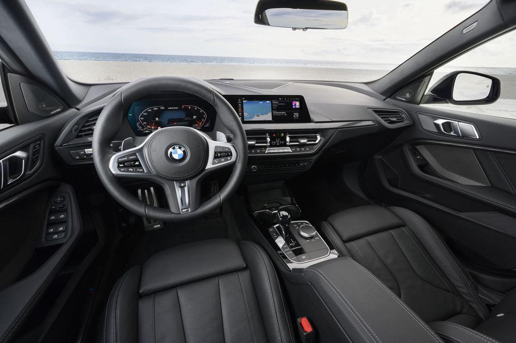 BMW M235i xDrive Gran Coupe內裝。 摘自BMW