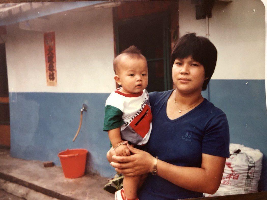 何順凱(左)說他眼中的媽媽非常開明,總是支持他的每個決定。 圖/何順凱提供