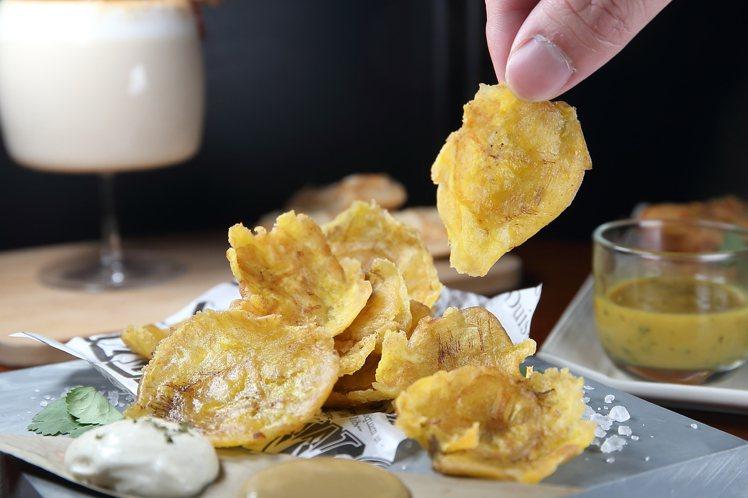 炸蕉餅與酸奶海鹽,每份150元。記者陳睿中/攝影