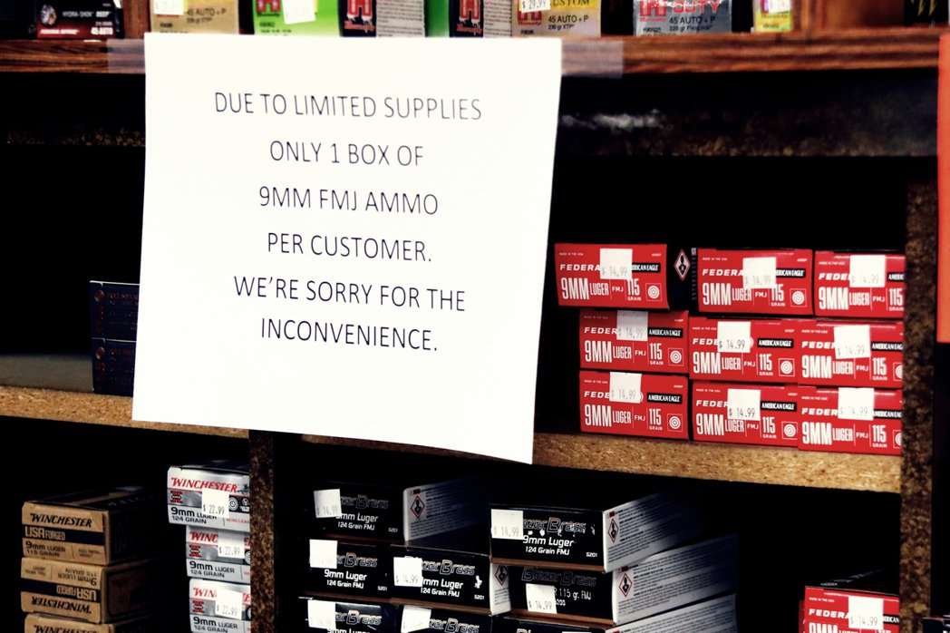 爆量的訂單更逼使業者發出「訂單吃不完」的延遲啟事,「真的太多人在儲備槍彈了,我們...