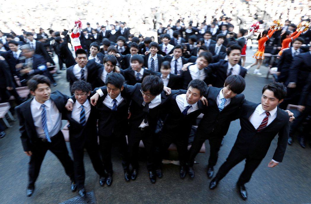 往年的3、4月份,正好是日本學生的「就職活動」季節,許多高年級大學生也正全力準備...