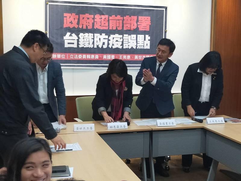 民進黨立委呼籲台鐵不要成為防疫破口。(Photo by 呂翔禾/台灣醒報)