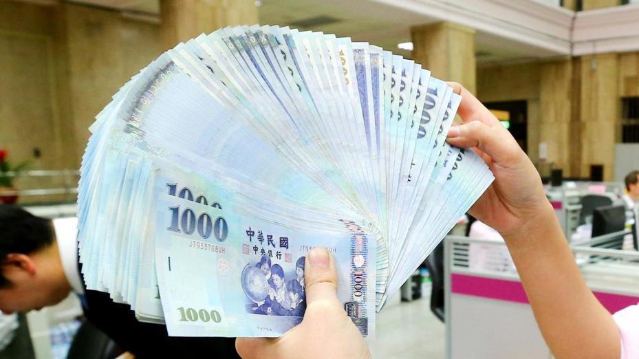 謝金河說,新台幣匯率展現相對強勢,台幣與台股相對強勁,這可能預告台灣經濟的未來可能有好兆頭。本報資料照片