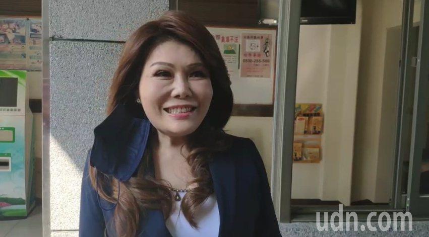年代電視台主播張雅琴去年遭高雄市長韓國瑜夫婦提告,她今天到雲林地檢署出庭,她提到不管被告多少次,都會繼續監督。記者李京昇/攝影