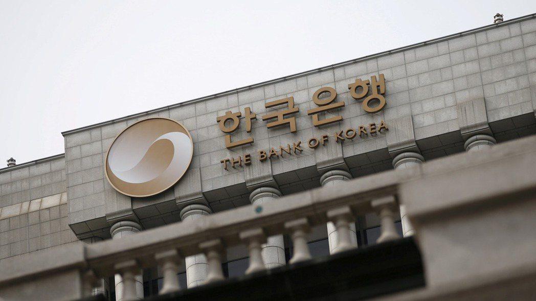 南韓央行26日承諾在未來三個月為受到疫情衝擊的金融機構提供「無限量的」流動性。 ...