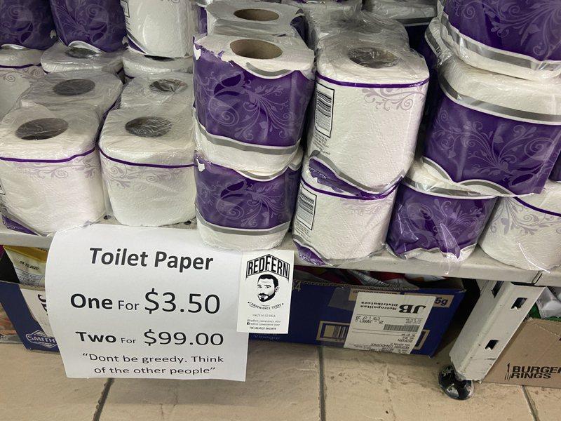 澳洲超商老闆看不慣民眾搶購囤積衛生紙,祭出「一包3.5元,兩包99元」的策略,企圖阻止「衛生紙之亂」 歐新