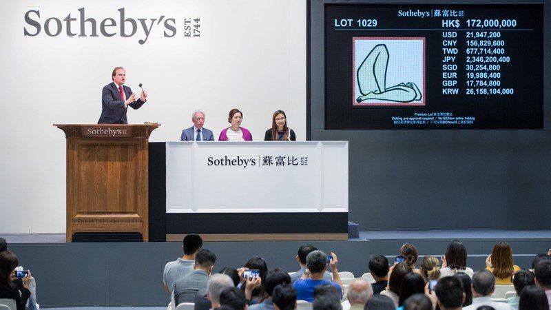 本來4月初舉辦蘇富比香港春拍延至七月,成為最晚登場的春拍。此為蘇富比2019年秋拍現場畫面。圖/蘇富比提供