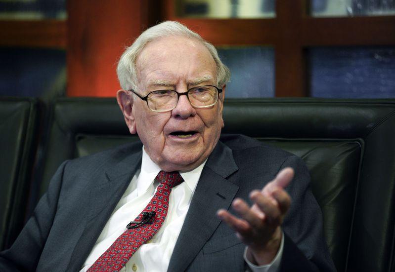 「股神」巴菲特以投資眼光精準著稱,但他的投資組合在這波股災中也難逃一劫。美聯社