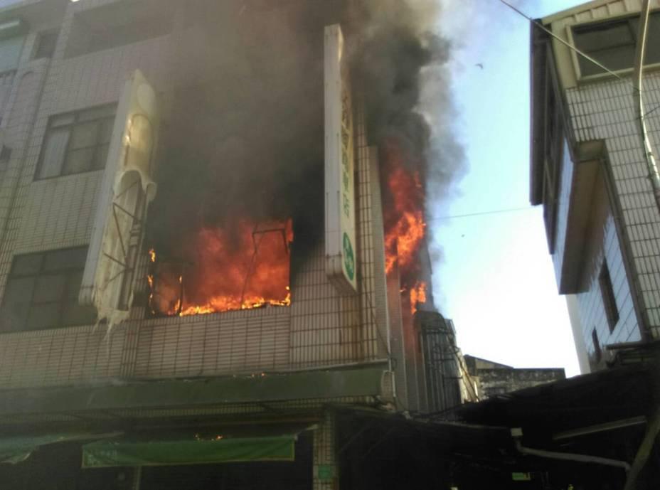 台南市柳營區一棟民宅下午火警,二樓發現有老婦喪生。記者吳淑玲/翻攝