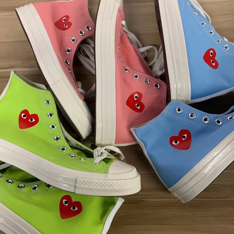 PLAY系列與CONVERSE的合作鞋款首度推出彩色版本。圖/摘自Twitter