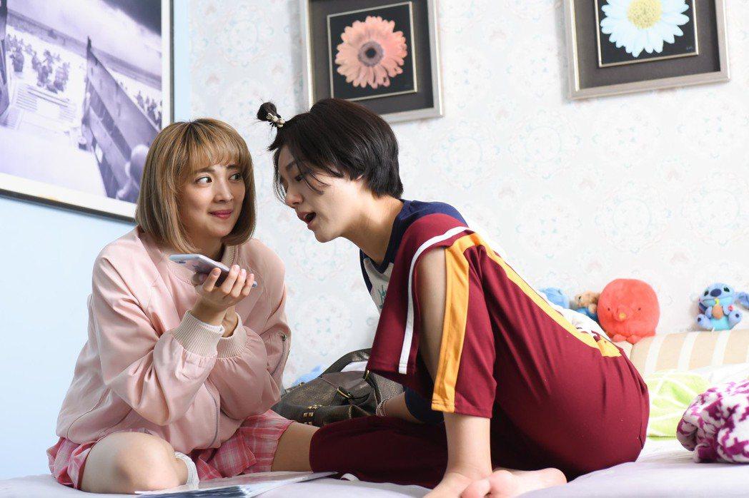 小蠻(右)、阿喜在「男盜女很賊」戲中飾演專門詐騙乾洗人的女騙子。圖/緯來電影台提...